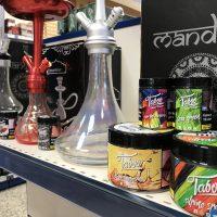 Estante de shishas y tabaco para cachimbas